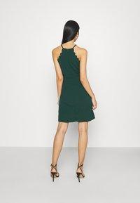 WAL G. - YELDA SCALLOP NECK MINI DRESS - Koktejlové šaty/ šaty na párty - forest green - 2