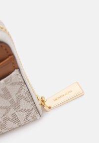 MICHAEL Michael Kors - JET SET CHARM COIN CARD CASE - Geldbörse - vanilla - 4