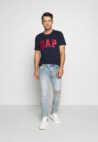 GAP - BASIC LOGO - Print T-shirt - tapestry navy - 1