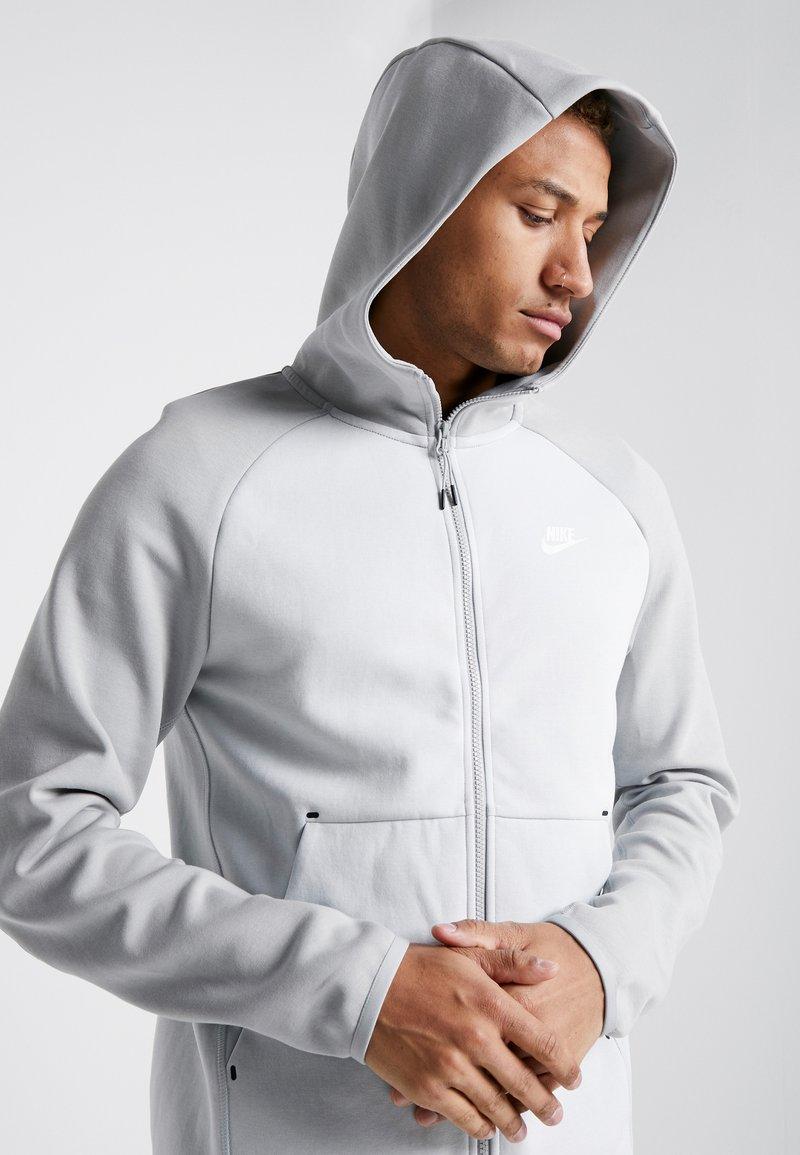 Nike Sportswear Tech Fullzip Hoodie Zip Up Hoodie Pure Platinum Smoke Grey Dark Grey Zalando Co Uk