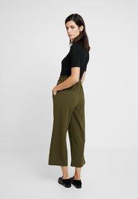 Springfield - CIRCUL - Trousers - greens - 2