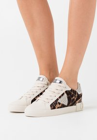 Guess - PAYSIN - Sneakers laag - multicolor - 0
