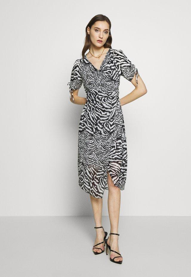 CARLA REMIX DRESS - Denní šaty - chalk white