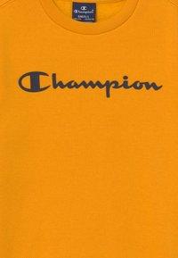 Champion - LEGACY AMERICAN CLASSICS CREWNECK UNISEX - Mikina - yellow - 3
