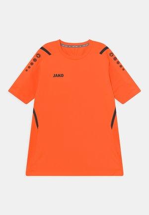 CHALLENGE UNISEX - T-Shirt print - neonorange/schwarz