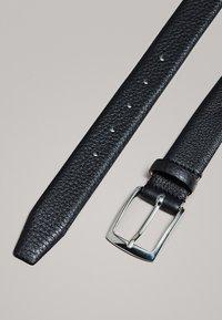 Massimo Dutti - MIT DOPPELTER SCHNALLE - Belt - black - 4