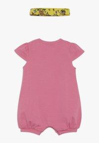 MOSCHINO - ROMPER HEADBAND GIFT SET - Jumpsuit - dark pink - 1
