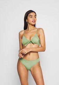 Monki - KIKKI TOP MIKA BRIEF SET - Bikini - green - 0