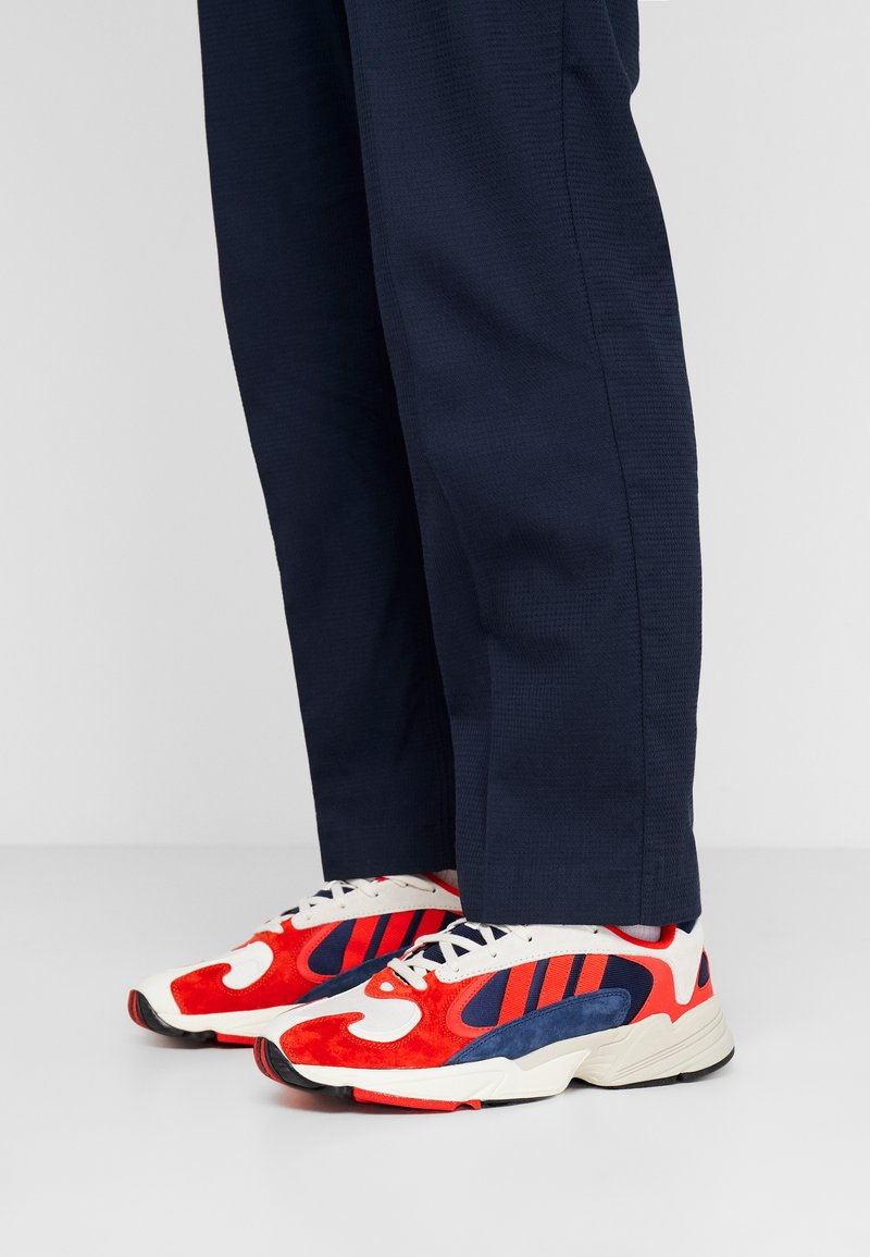 adidas Originals - YUNG-1 TORSION SYSTEM RUNNING-STYLE SHOES - Zapatillas - white/core black/collegiate navy