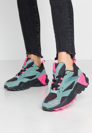 AZTREK DOUBLE MIX TRAIL - Trainers - green slash/triple grey/solar pink