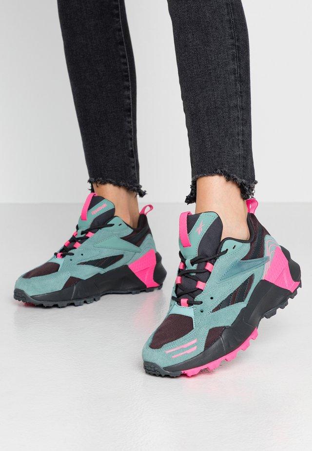 AZTREK DOUBLE MIX TRAIL - Sneaker low - green slash/triple grey/solar pink
