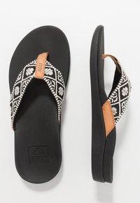 Reef - ORTHO-BOUNCE - Sandály s odděleným palcem - black/white - 1