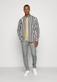 Only & Sons - ONSSANE STRIPED SLIM FIT - Shirt - blues - 1