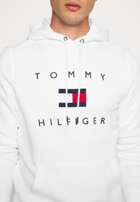 Tommy Hilfiger - FLAG HOODY - Sweat à capuche - white - 5