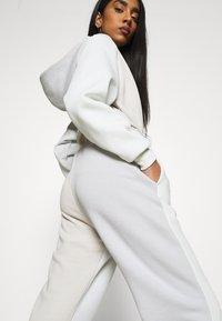 Nike Sportswear - Tracksuit bottoms - spruce aura/light bone - 3