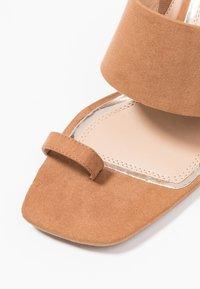 Head over Heels by Dune - JAYDEY - tåsandaler - tan - 2