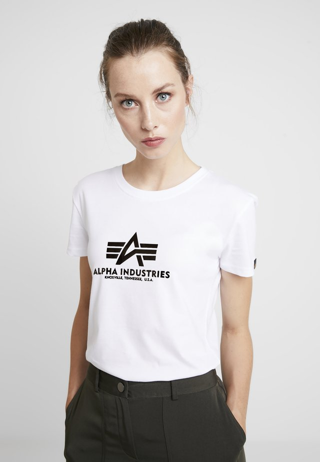 NEW BASIC - T-shirt z nadrukiem - white/metalgold