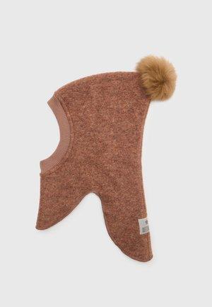 TRAINEE UNISEX - Beanie - rosewood/api alpaca