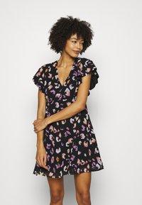 Guess - AYAR DRESS - Denní šaty - black/multi coloured - 0
