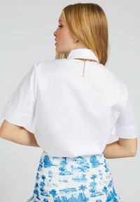 Guess - KRAGEN - Button-down blouse - weiß - 2