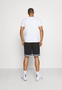 Karl Kani - SIGNATURE SHORTS - Shorts - black - 2