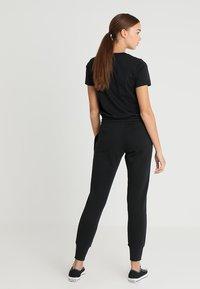 Converse - STAR CHEVRON SIGNATURE PANT - Spodnie treningowe - black - 2