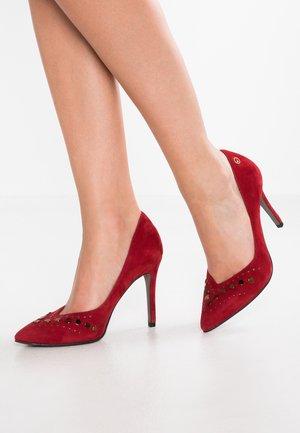 High heels - chili