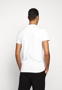 PS Paul Smith - MENS SLIM FIT DEVIL ZEBRA - Print T-shirt - white - 2