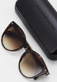 Alexander McQueen - Lunettes de soleil - brown - 2