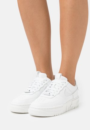 AIR FORCE 1 PIXEL - Matalavartiset tennarit - summit white/photon dust