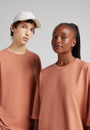 OVERSIZED UNISEX - Basic T-shirt - mottled orange