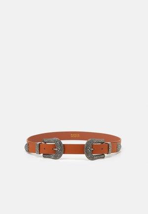 PCTERESA WAIST BELT - Waist belt - cognac/silver