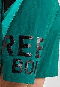 Reebok - ONE SERIES TRAINING SHORTS - Sports shorts - green - 5
