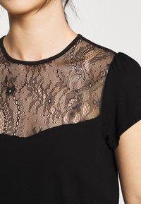 Even&Odd Petite - T-shirts med print - black - 4