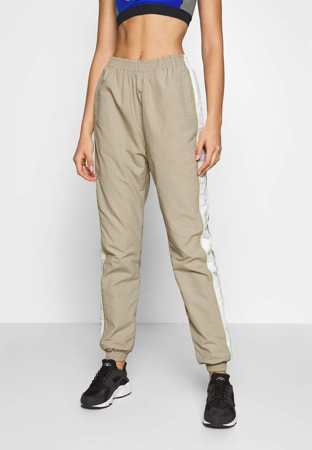 LADIES PIPED TRACKPANTS - Verryttelyhousut - concrete/electriclime