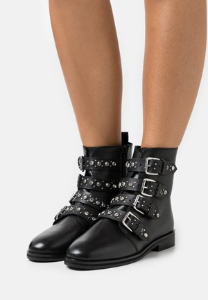 OPALA STUD BOOT - Cowboy/biker ankle boot - black