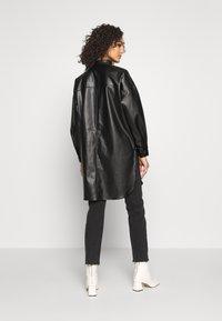 ONLY - ONLAMAZE OVERSIZED - Camisa - black - 2