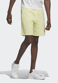 adidas Originals - ESSENTIAL UNISEX - Shorts - yellow tint - 2