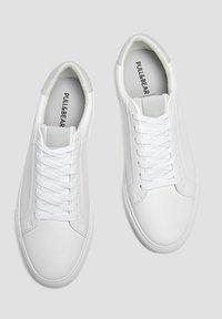 PULL&BEAR - MIT BROGUING - Sneakers basse - white - 2