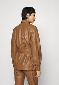 Samsøe Samsøe - VESTINE JACKET  - Faux leather jacket - camel - 2
