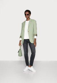 Selected Femme - SLFSTASIE SWEATNOOS - Sweatshirt - pristine - 1