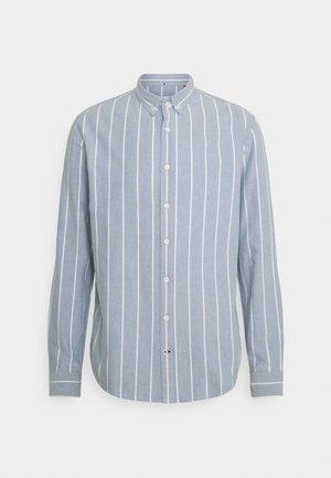 JOHAN OXFORD STRIPE - Skjorta - light blue