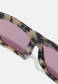 Marni - UNISEX - Sluneční brýle - light milky havana - 4