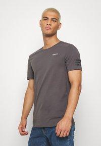 G-Star - TEXT SLIM - T-shirt print - shadow - 0
