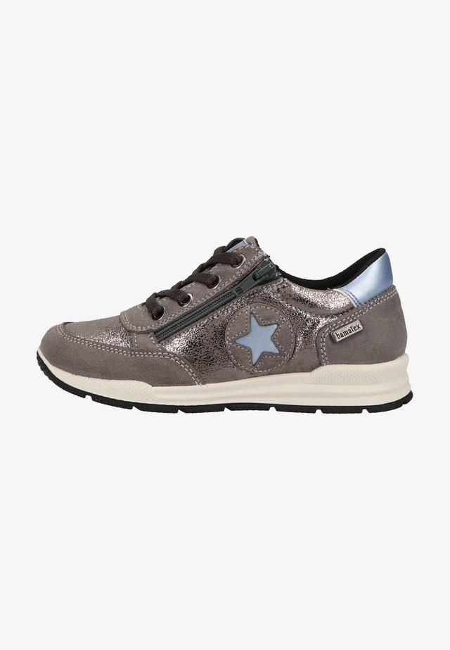 Sneakers - mittelgrau