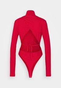 NA-KD - OPEN BACK HIGHNECK BODYSUIT - Long sleeved top - red - 6