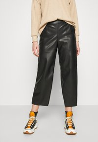 Vila - VIPEN CROPPED COATED PANTS  - Trousers - black - 0