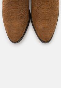 YAS - YASBIRA - Kotníková obuv - brown stone - 5