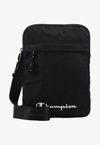 LEGACY MEDIUM SHOULDER BAG - Torba na ramię - black