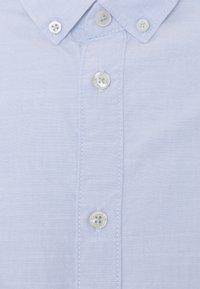 TOM TAILOR - REGULAR SMART SLUB - Shirt - light blue chambray - 7
